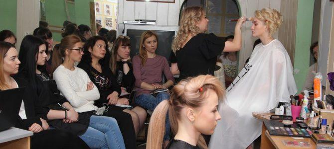 Обмін досвідом майстрів перукарського профілю